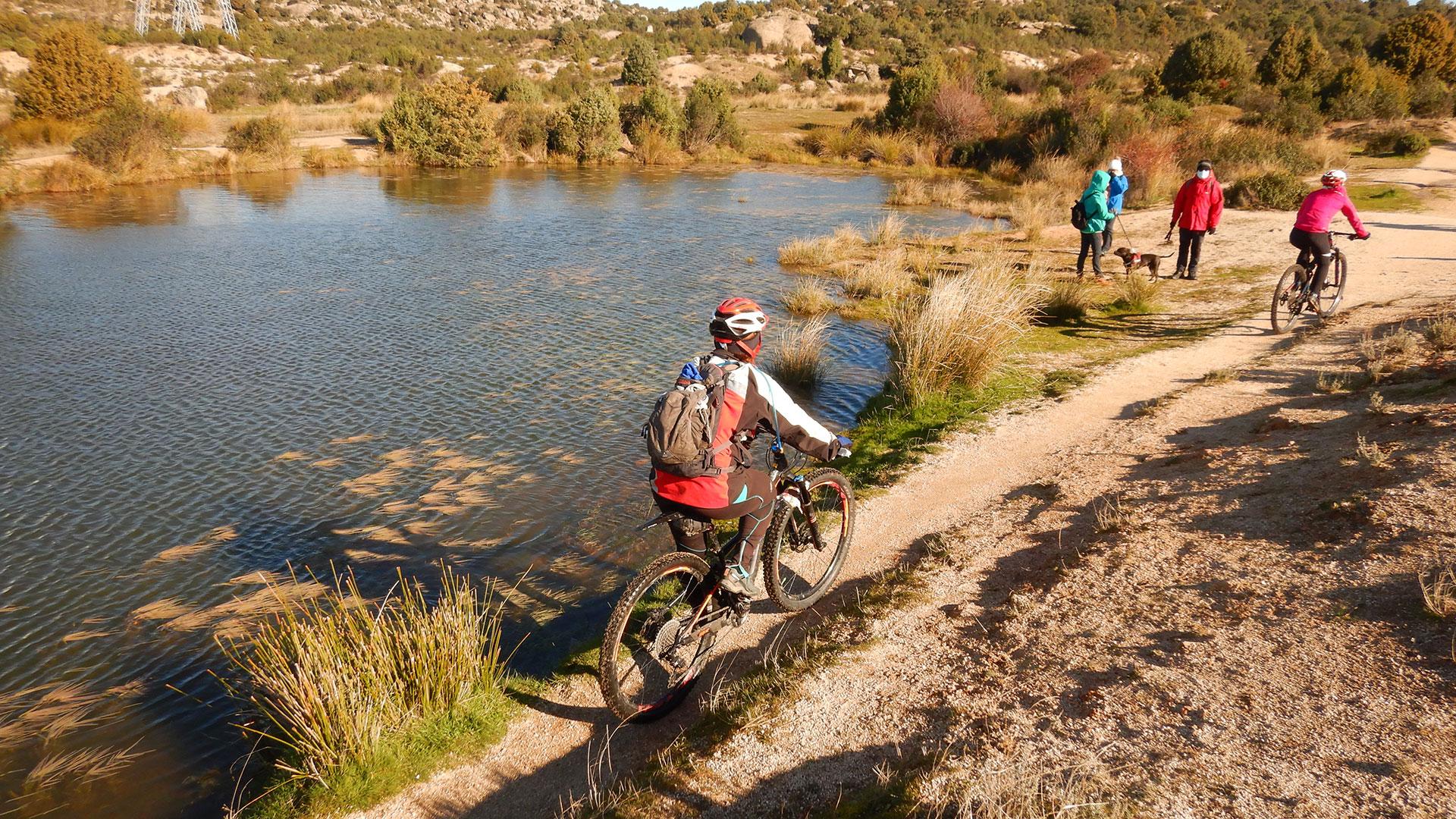 Senderos por Hoyo y La Berzosa desde las Matas